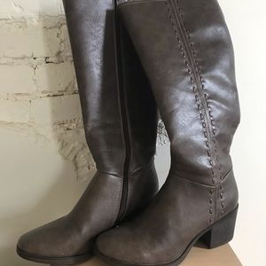 Eurosofft by Sofft Beige Boots. Size 9